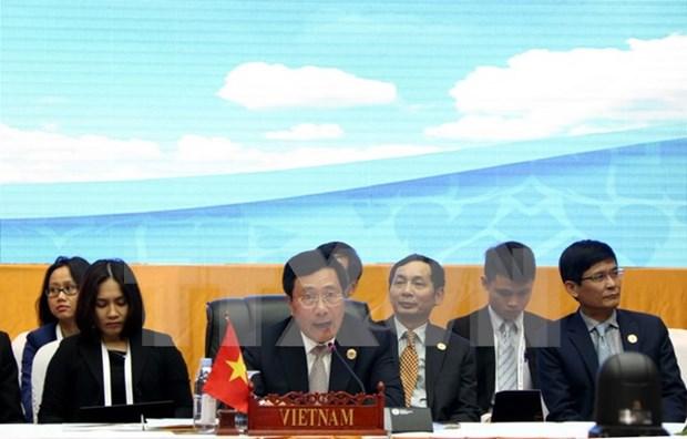 Vicepremier vietnamita activo en encuentros bilaterales en marco de AMM 49 hinh anh 1