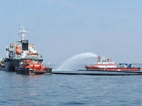 Singapur y Malasia realizar ejercicio para solucionar derrame quimico en el mar hinh anh 1
