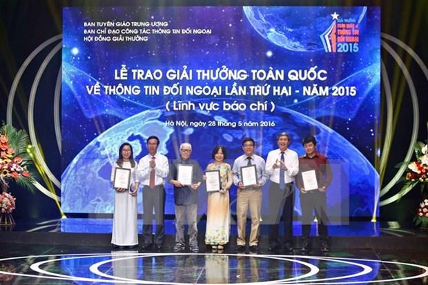 Entregan premio de concurso vietnamita al periodista frances hinh anh 1