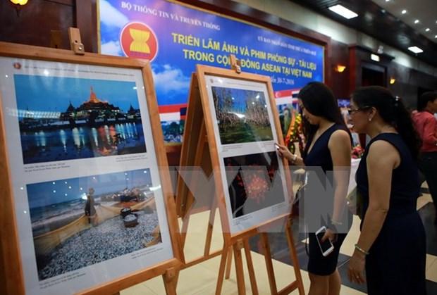Exposicion de fotos y reportajes sobre ASEAN en ciudad vietnamita hinh anh 1