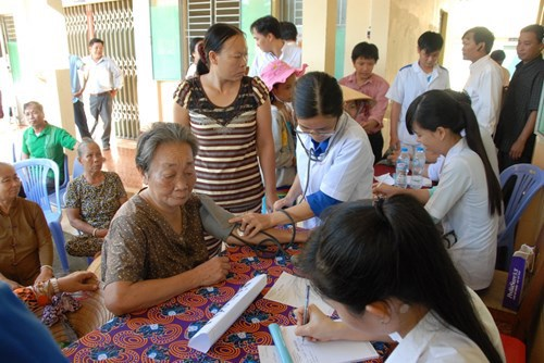Organizacion caritativa AusViet asiste a pobres en provincia de Vietnam hinh anh 1