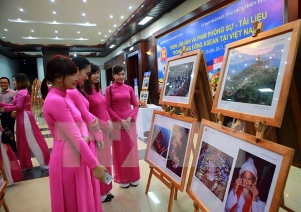 """En Hanoi efectua exhibicion """"ASEAN- Colores culturales"""" hinh anh 1"""