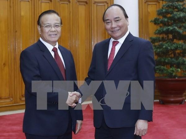 Premier de Vietnam exhorta a impulsar proyectos en Laos hinh anh 1