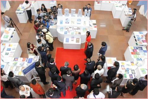 Efectuan en Vietnam exposicion sobre Comunidad de ASEAN hinh anh 1