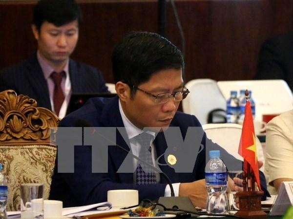 Contribuciones de Vietnam al exito de reunion ministerial de economia de ASEAN hinh anh 1
