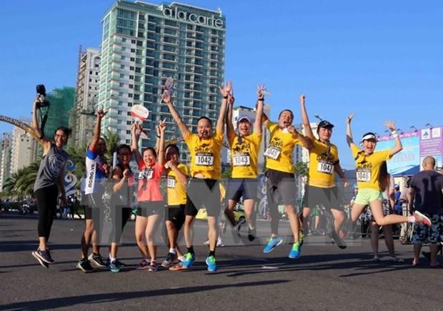Miles de corredores compiten en el Maraton internacional de Da Nang hinh anh 1