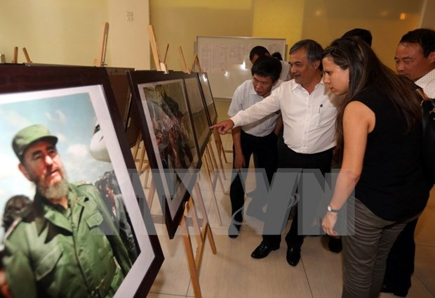 Exposicion fotografica en Hanoi para celebrar 90 cumpleanos de Fidel hinh anh 1
