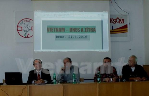 Periodico checo elogia logros de la renovacion de Vietnam hinh anh 1