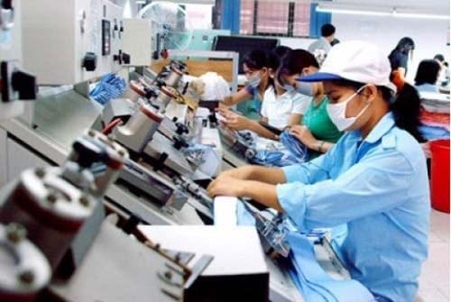 Preven mayor demanda de trabajadores en algunos sectores en Vietnam hinh anh 1