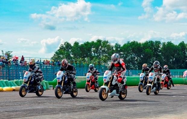 Atletas vietnamitas participaran en campeonato asiatico de motociclismo hinh anh 1