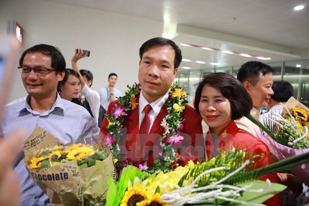 Hoang Xuan Vinh regresa a Vietnam como heroe hinh anh 1