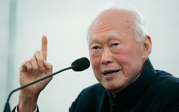 Presentan en Vietnam coleccion de libros sobre Singapur y Lee Kuan Yew hinh anh 1