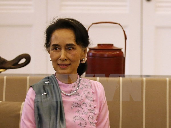 Asesora de Estado de Myanmar visita China hinh anh 1
