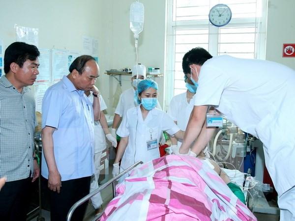 Premier dirige solucion del ataque con arma contra altos funcionarios de Yen Bai hinh anh 1