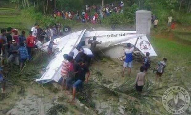 Se estrella avion de entrenamiento en el Oeste de Indonesia hinh anh 1