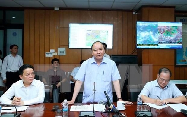 Premier manda suspender reuniones para enfrentar al potente tifon Dianmu hinh anh 1