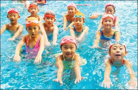 Fondo noruego financia cursos de natacion para miles de ninos vietnamitas hinh anh 1