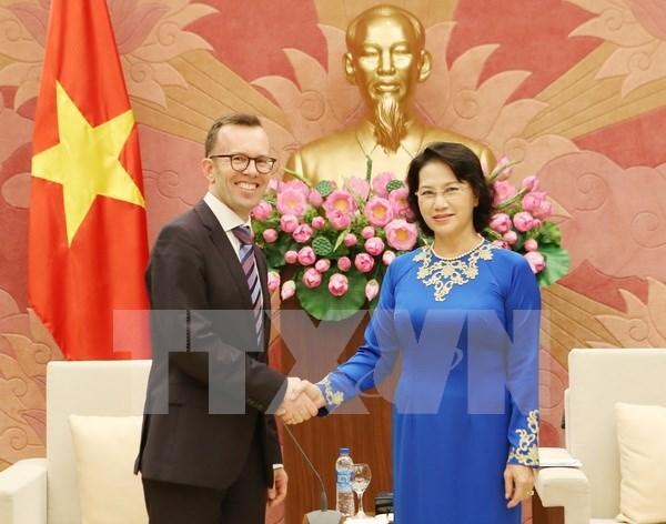 Lider parlamentaria de Vietnam recibe a embajadores neozelandes y filipino hinh anh 1