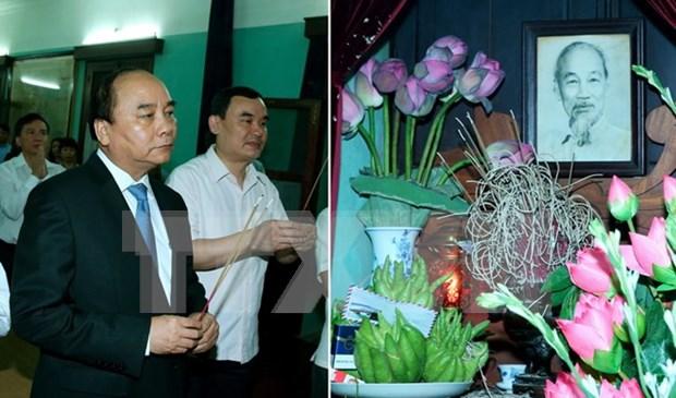 Premier de Vietnam rinde tributo al extinto Presidente Ho Chi Minh hinh anh 1