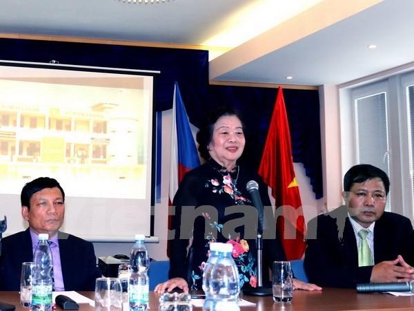 Ayudan residentes vietnamitas en Republica Checa a zonas islenas y alejadas hinh anh 1