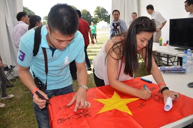 Jovenes de Vietnam en Europa abordan fallo de PCA sobre Mar del Este hinh anh 1