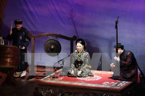 Genero musical Ca Tru presentado a turistas en provincia de Vietnam de Quang Binh hinh anh 1