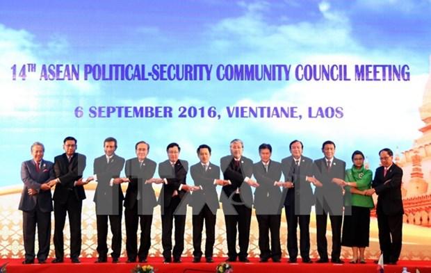 Asiste canciller vietnamita a reuniones preparatorias para cumbres de ASEAN hinh anh 1