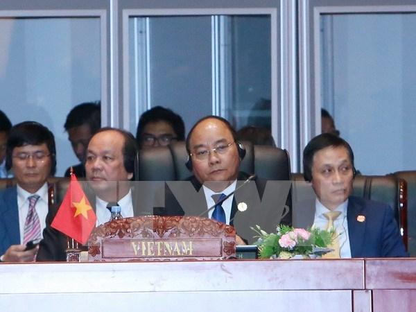 Premier vietnamita insta a promover la autonomia de ASEAN hinh anh 1