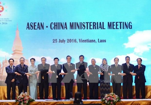 ASEAN y China aprueban directrices para resolver emergencias en el mar hinh anh 1