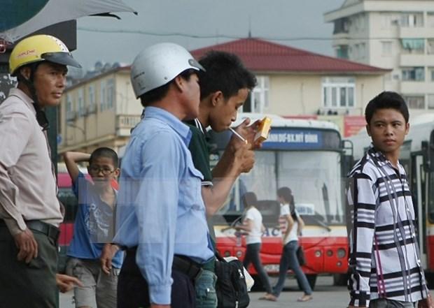 El 45,3 por ciento de hombres vietnamitas son fumadores, dice sondeo global hinh anh 1