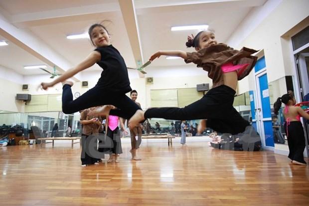 Baile contemporaneo matiza vida cultural de vietnamitas hinh anh 1