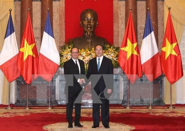 Francois Hollande concluye visita a Vietnam hinh anh 1