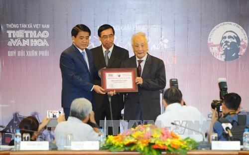 Entrega el periodico de VNA el premio Bui Xuan Phai-Por el amor a Hanoi hinh anh 1