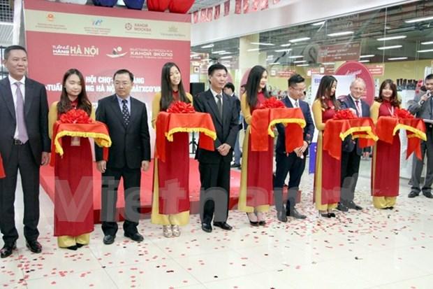 En Rusia exposicion de mejores productos de Hanoi hinh anh 1