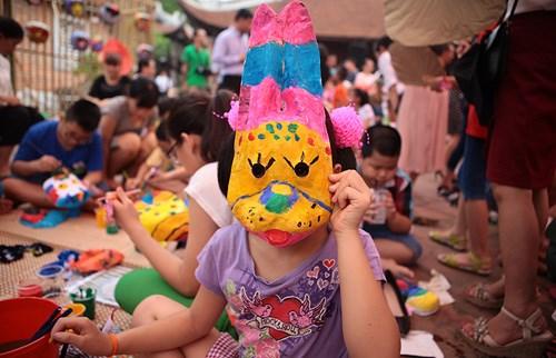 Interesados ninos en elaborar mascaras para Festival del Medio Otono hinh anh 2