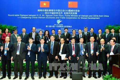 Premier de Vietnam dialoga con CEO de importantes empresas chinas hinh anh 1