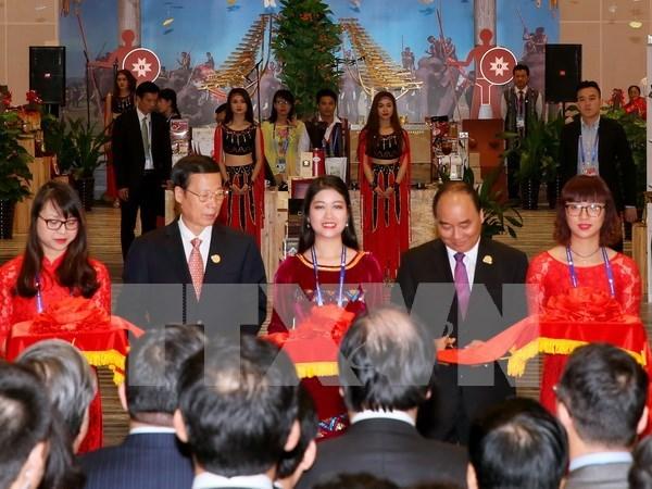 """Premier vietnamita inaugura pabellon de """"Nacion de Honor"""" en CAEXPO hinh anh 1"""