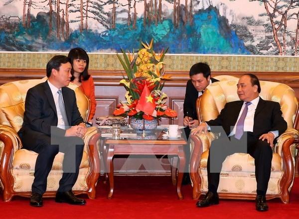 Premier de Vietnam se reune con banqueros y ejecutivos empresariales de China hinh anh 1