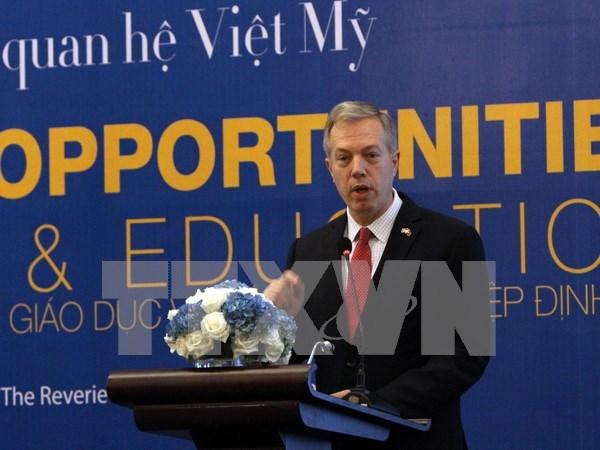 Ministro vietnamita y embajador estadounidense debaten cooperacion en defensa hinh anh 1