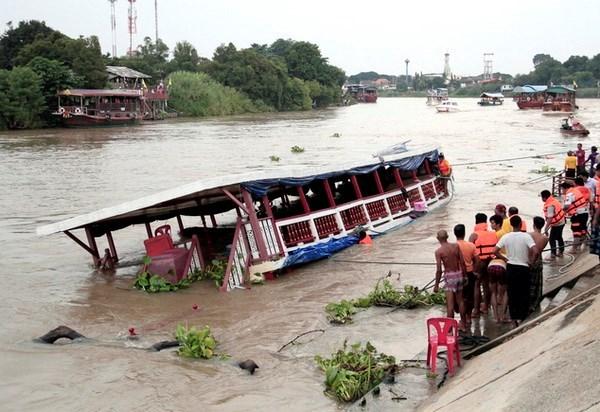 Al menos 13 muertos por accidente de barco en Tailandia hinh anh 1