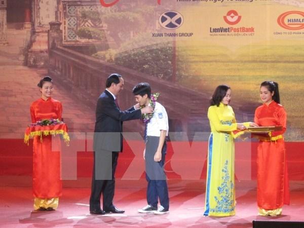 Ninh Binh honra a excelentes estudiantes y talentos deportivos hinh anh 1