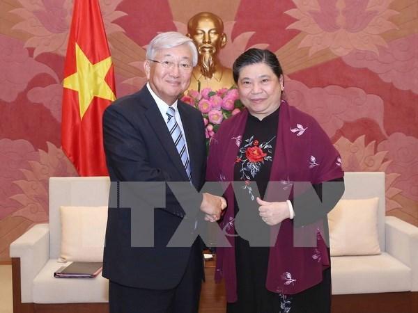 Recibe vicepresidenta parlamentaria de Vietnam a director regional de OMS hinh anh 1
