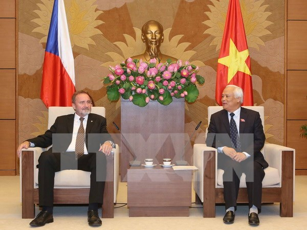 Visita Vietnam delegacion del Senado del Parlamento de la Republica Checa hinh anh 1