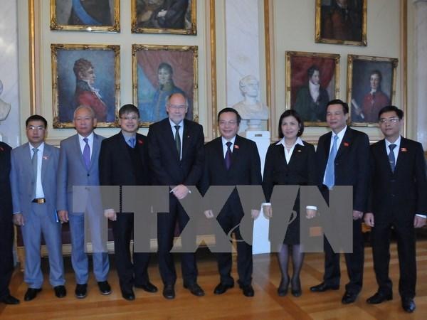 Vietnam sugiere continua ayuda al desarrollo de Noruega hinh anh 1