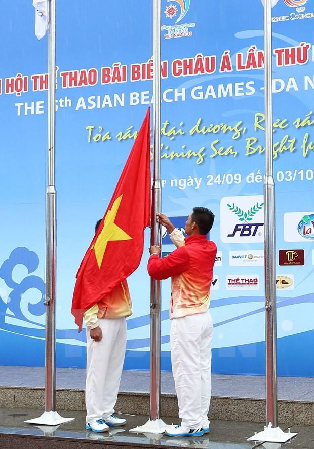 Izan bandera de los Juegos Asiaticos de Playa en Vietnam hinh anh 1