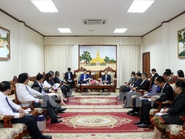 Vicepremier de Laos elogia relaciones de cooperacion con Vietnam hinh anh 1