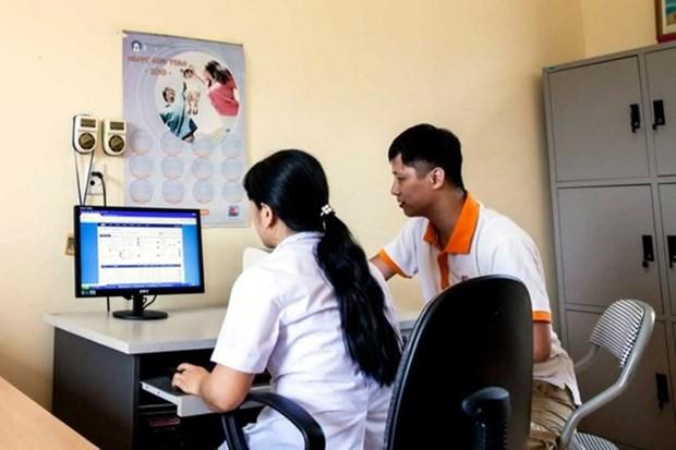 Hanoi reduce a un dia tiempo de otorgamiento de tarjeta de seguro medico hinh anh 1
