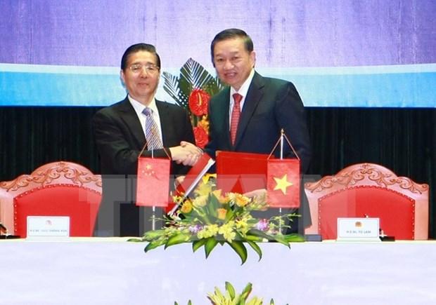 Organos de seguridad publica de Vietnam y China fortalecen cooperacion hinh anh 1