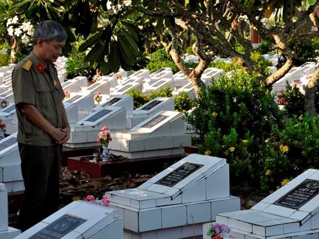 Repatriados restos de combatientes vietnamitas caidos en Camboya hinh anh 1