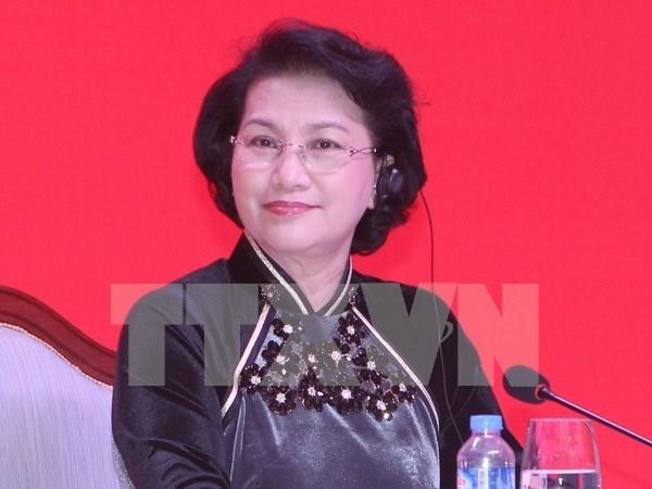 Reputaciones de visita de lider parlamentaria vietnamita en prensa laosiana hinh anh 1